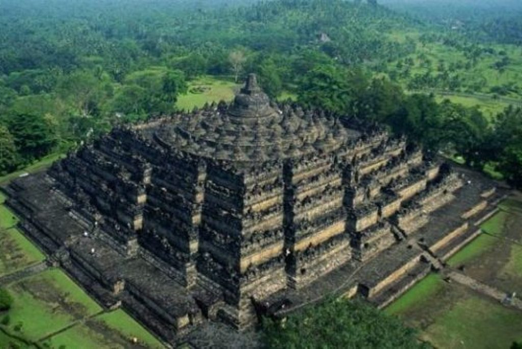 5 Candi yang Terkenal di Indonesia