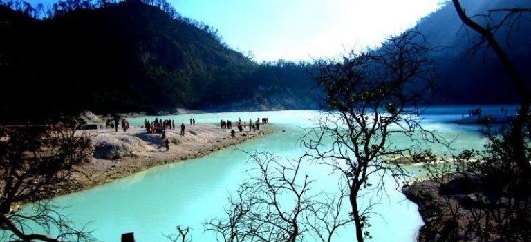 5 Danau Terunik dan Tercantik di Indonesia