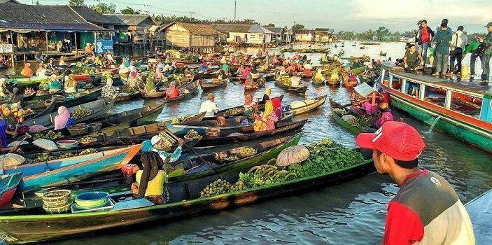 5 Pasar Terapung di Indonesia yang Perlu Kamu Ketahui!
