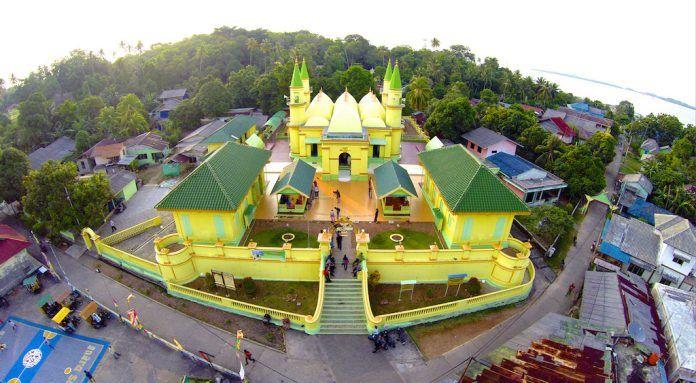 Masjid Sultan Riau di Pulau Penyengat
