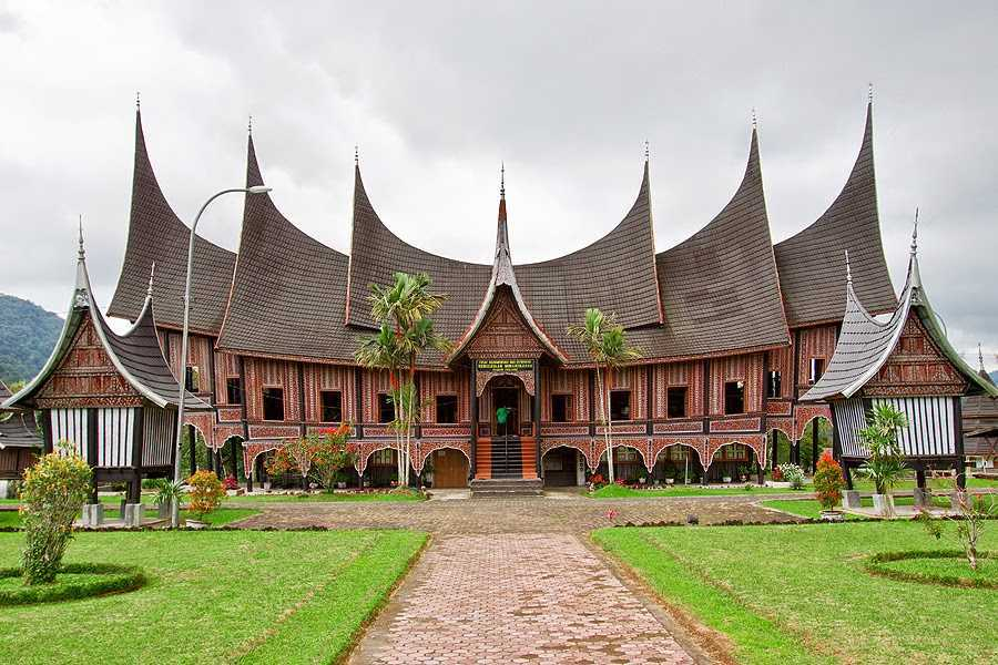 7 Keunikan Rumah Gadang Sumatera Barat Pergiyuk