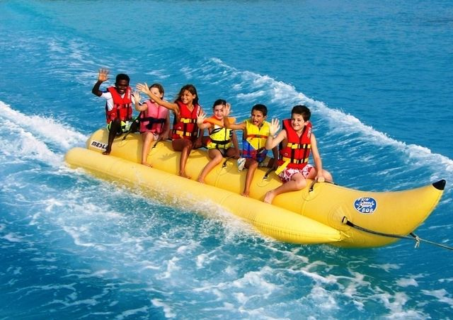 Anak-anak main Banana Boat