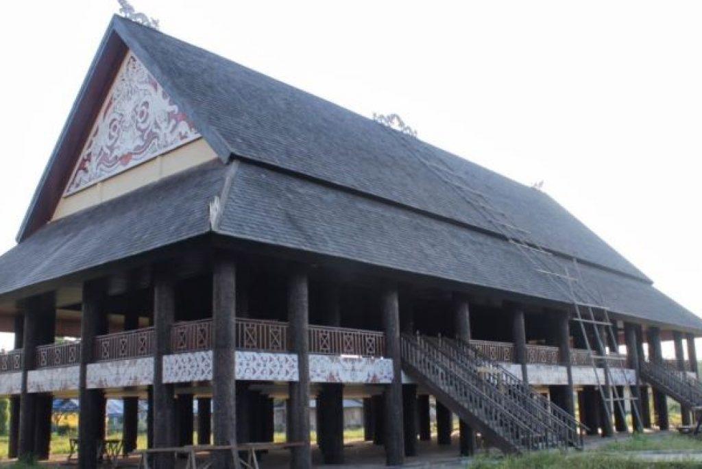 5 Keunikan Rumah Adat Lamin khas Kalimantan Timur